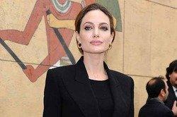 Анджелина Джоли стала кавалерственной дамой