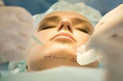 Женщины до 30 массово ложатся под нож пластических хирургов