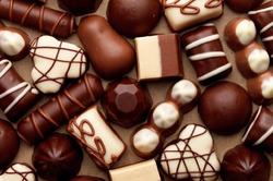Ученые объяснили, почему люди не могут не есть сладости