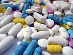 Россия может ограничить госзакупки импортных лекарств
