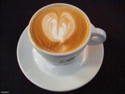 Ученые: чем больше женщина пьет кофе, тем меньше у нее грудь