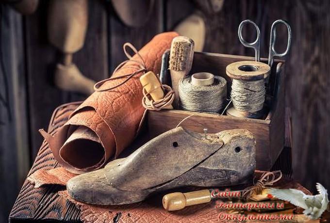 Почему категорически запрещено носить вещи и обувь умершего родственника? - «Эзотерика»